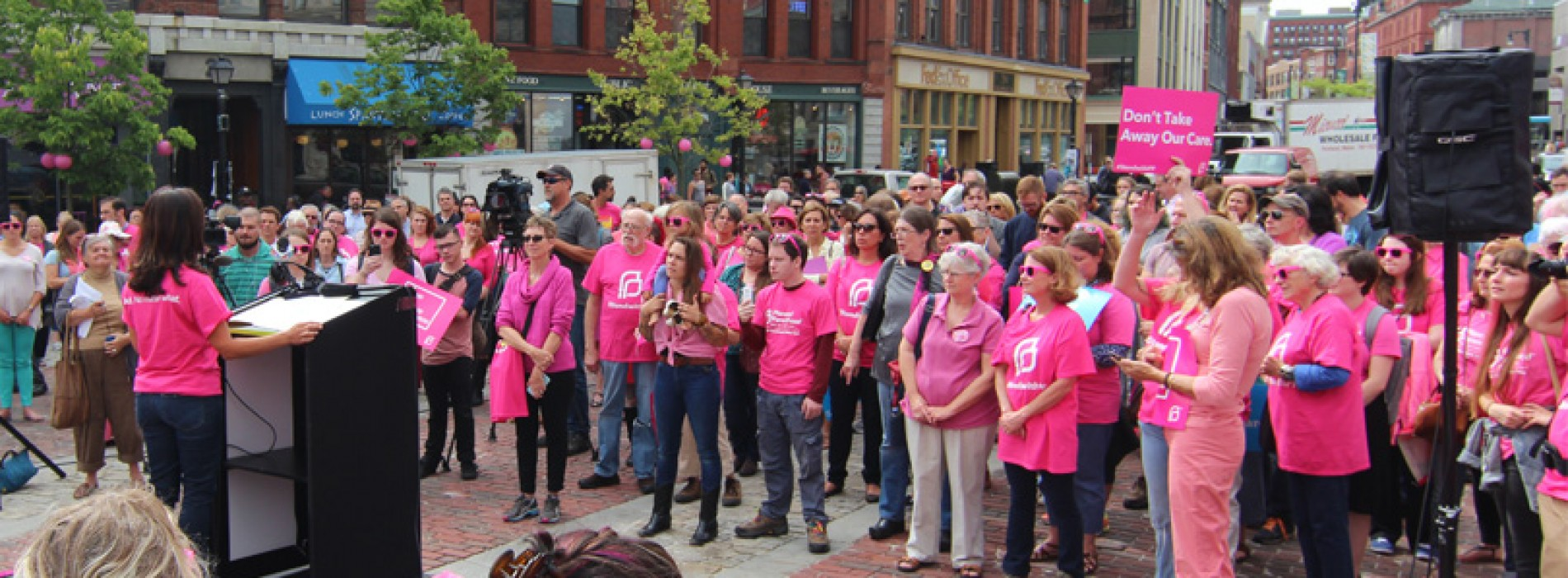 """Maine """"pinks out"""" for Planned Parenthood"""