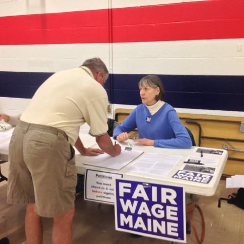 Minimum wage campaign hits signature goal, heading for 2016 ballot